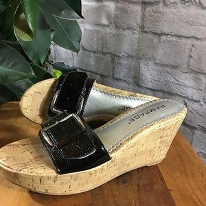 🧨SALE! 3/$20 Black buckle wedge sz 6M sandals 🍃